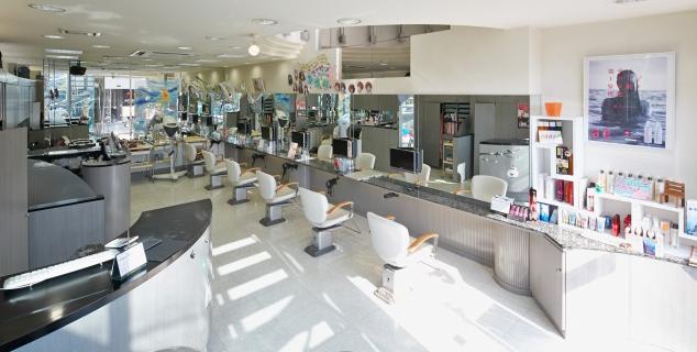 美容室Le'Salon RYICA(ル・サロン・リーカ)は、大阪府松原市で40年以上、たくさんのお客さまの信頼に支えられています